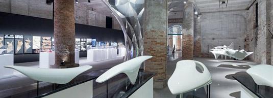 扎哈·哈迪德在双年展上的石头压缩壳体研究作品