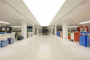MAXI MODE CENTER信赖奥德堡的商店照明设计